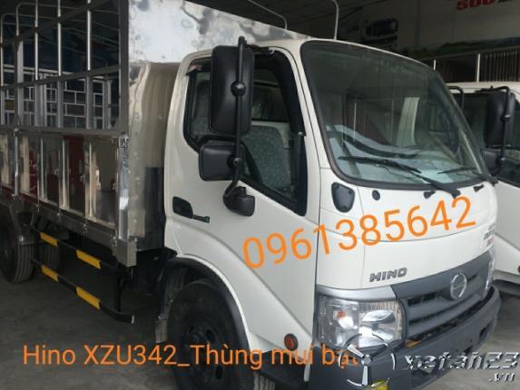 Gía xe tải Hino XZU342L 5 tấn thùng mui bạt