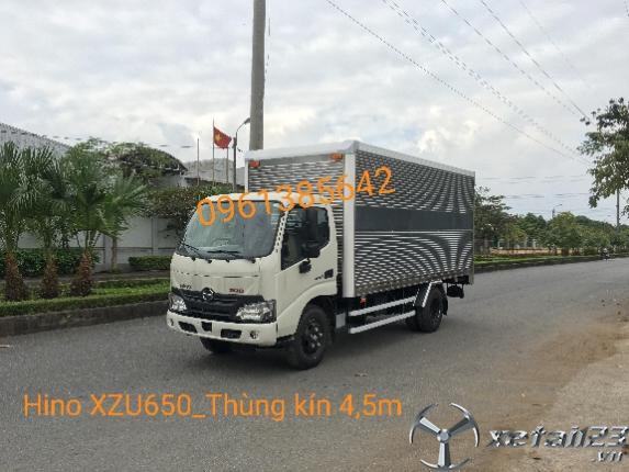 Gía xe tải Hino XZU650L 1,9 tấn thùng kín 4,5m