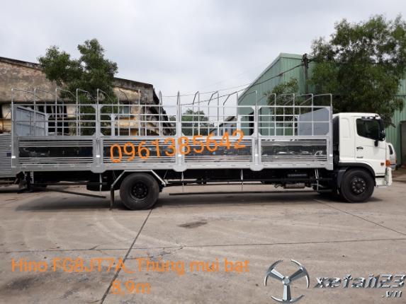 Xe tải Hino FG8JT7A thùng mui bạt 8,9m. Hỗ trợ ngân hàng lên đến 85%