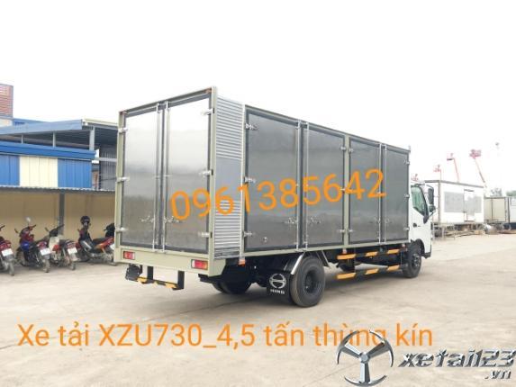 Xe tải Hino XZU730L 4,5 tấn thùng kín