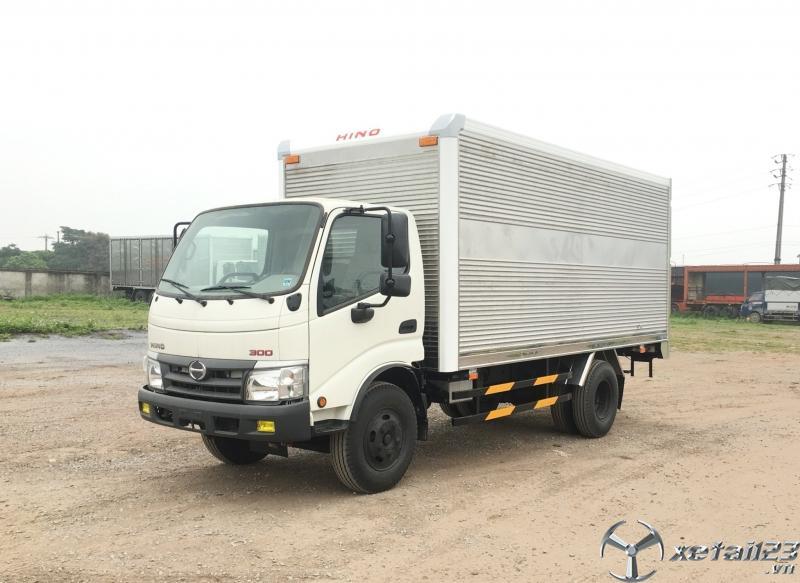xe 4,8 Tấn XZU342 thùng kín Kích thước nhỏ gọn tải trọng hàng hoá lớn