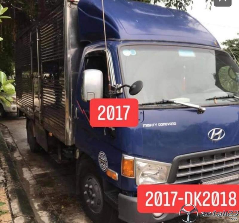 Xe Hyundai HD700 đời 2017 thùng kín  đã qua sử dụng cần bán với giá 630 triệu