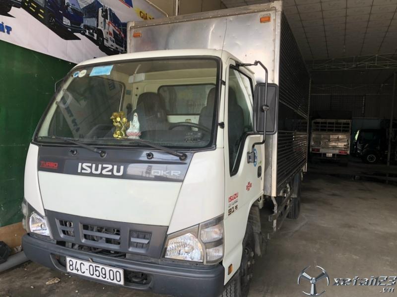 Bán Isuzu đời 2017 phiên bản thùng kín