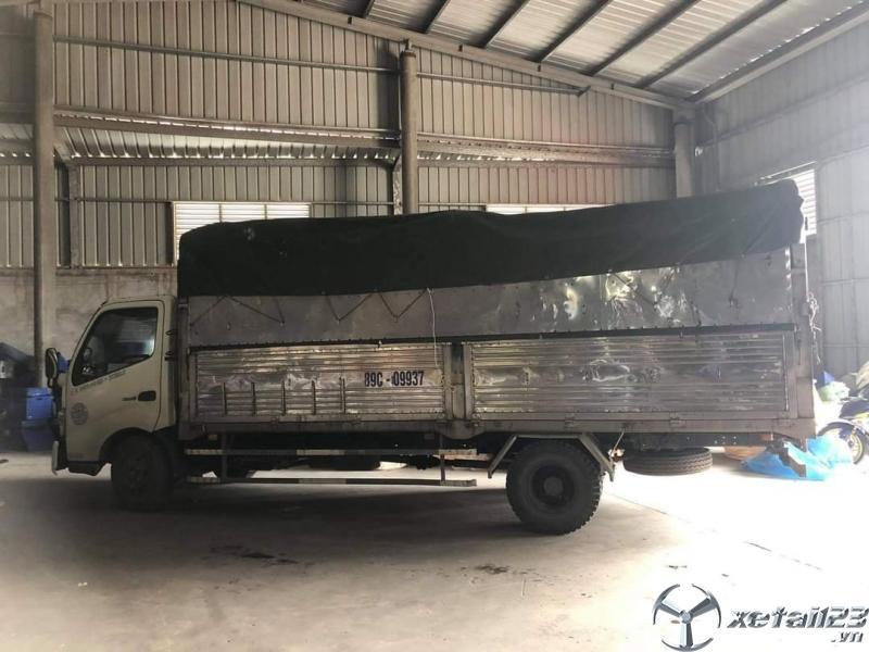 Bán Hino XZU 730 đời 2015 thùng mui bạt giá chỉ 480 triệu