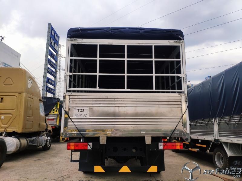 Xe tải faw 9 tấn thùng bạt 8.3 mét thùng 40 khối