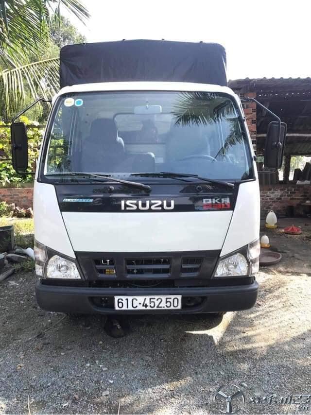 Bán Isuzu NQR 230 tải trọng 2,3 tấn sx 2020 thùng mui bạt