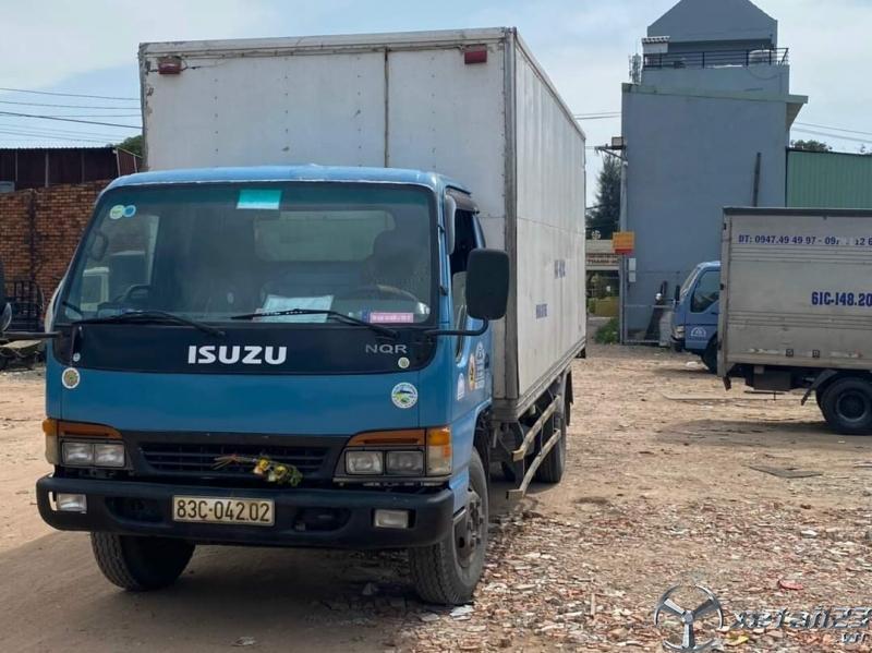 Cần bán Isuzu 5 tấn đời 2003 thùng kín