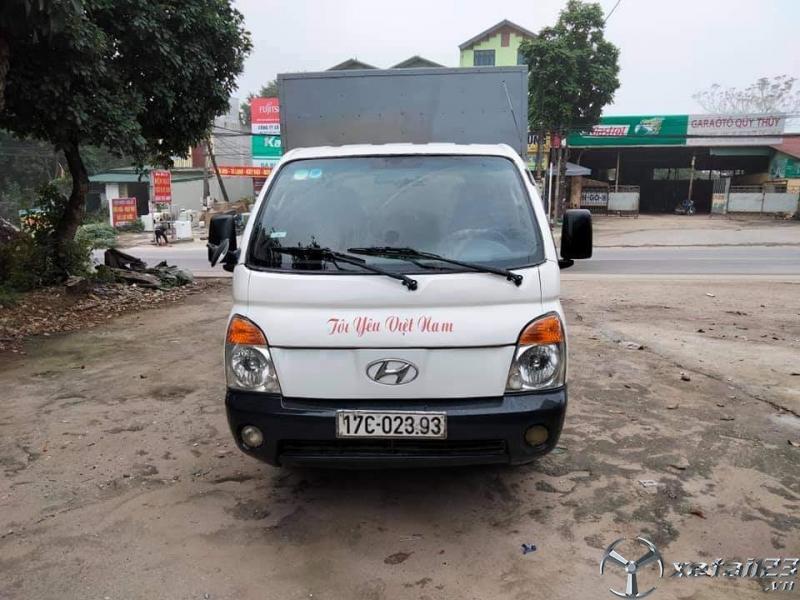 Cần bán xe Hyundai 1 tấn đời 2004 thùng kín giá 145 triệu