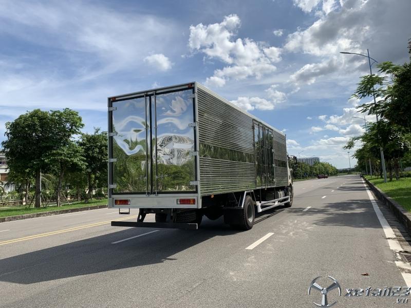 Xe tải Faw 8 tấn thùng kín dài 9.7m khuyến mãi lớn