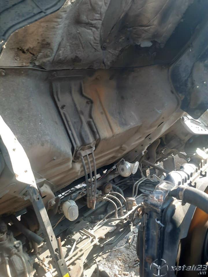 Rao bán xe Isuzu 5 tấn đời 2004 thùng mui bạt giá 320 triệu