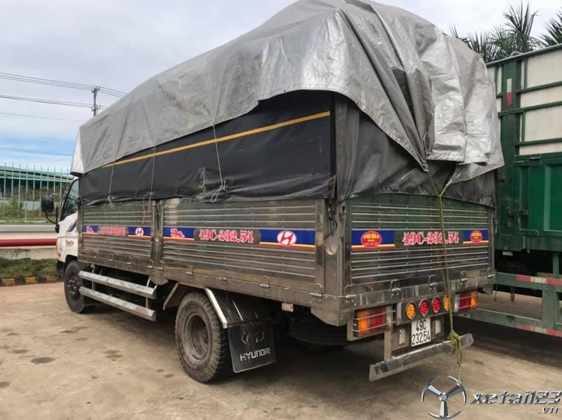 Bán Hyundai Mighty 7,9 tấn đời 2017 thùng mui bạt