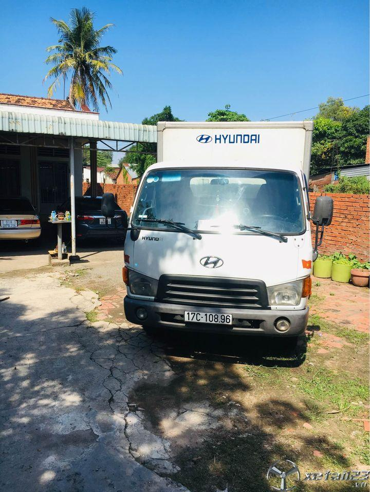 Xe Hyundai HD65 2,5 tấn đời 2006 thùng kín đã qua sử dụng cần bán giá rẻ nhất