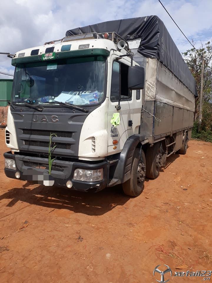 Cần bán JAC 2 dí sản xuất năm 2013 thùng mui bạt tải 9,5 tấn giá chỉ 630 triệu ,có thương lượng