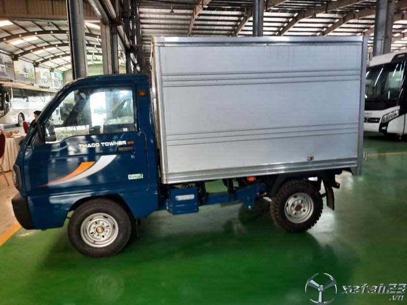 Xe Towner 800 thùng kín