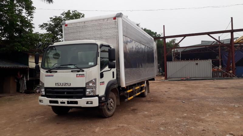 Xe tải FRR90N thùng kín siêu to khổng lồ.
