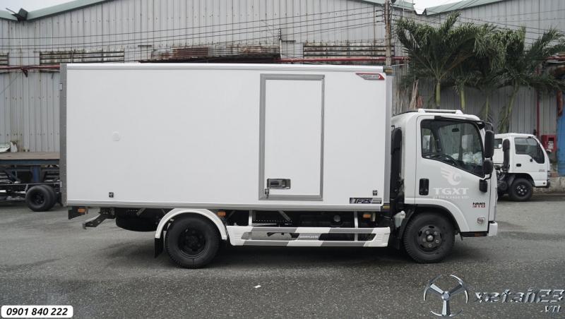 Isuzu NMR310 thùng bảo ôn Quyền, trả trước 20% nhận xe