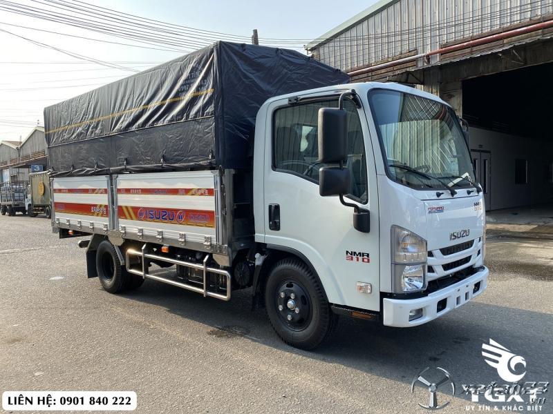 Isuzu NMR310 thùng bạt, tải 1T9 trả trước 140tr nhận xe