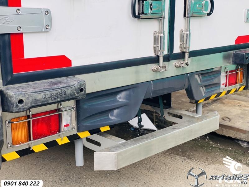 Isuzu NPR400 thùng đông lạnh, trả góp 20% nhận xe