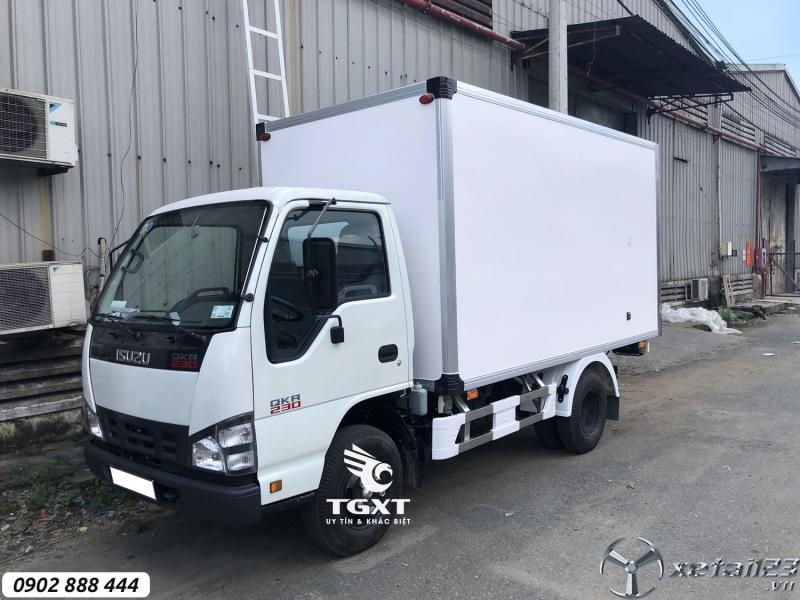 Isuzu QKR230 thùng bảo ôn, trả  trước 20% nhận xe