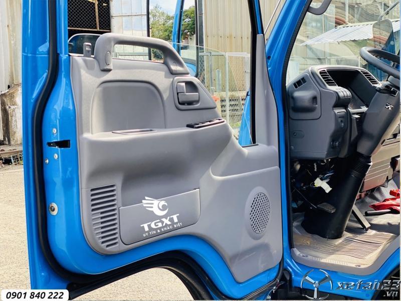 Isuzu QKR270 thùng kín phiên bản cabin màu xanh, trả góp 80%