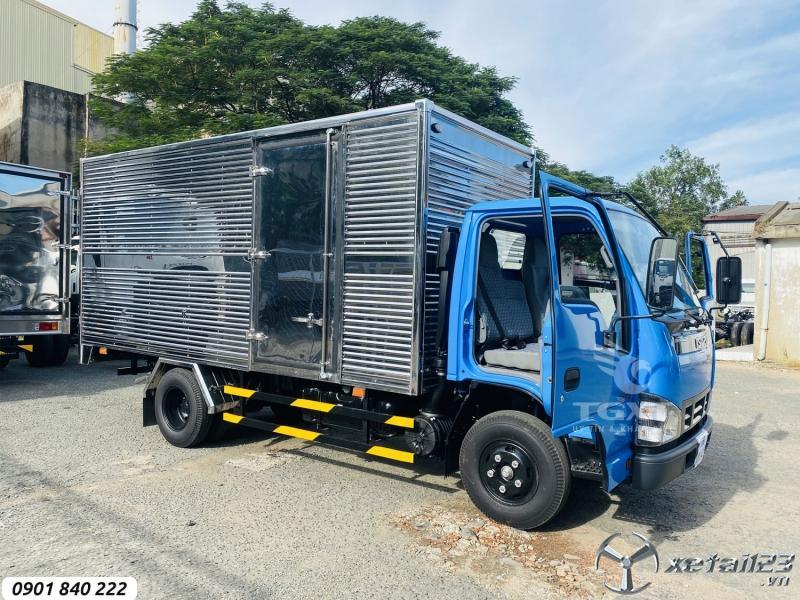 Isuzu QKR270 thùng kín tải 2T9, thùng 4m3, trả góp 80%