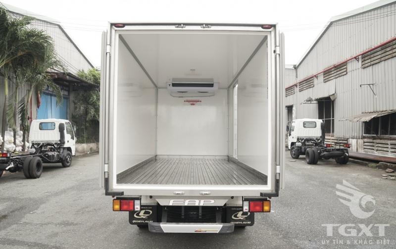 Trả trước 180tr nhận xe Isuzu NMR310 thùng đông lạnh