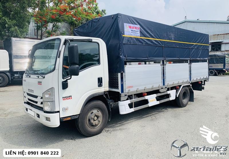 Xe tải Isuzu NQR550 thùng bạt bửng nhôm, trả trước 170tr nhận xe