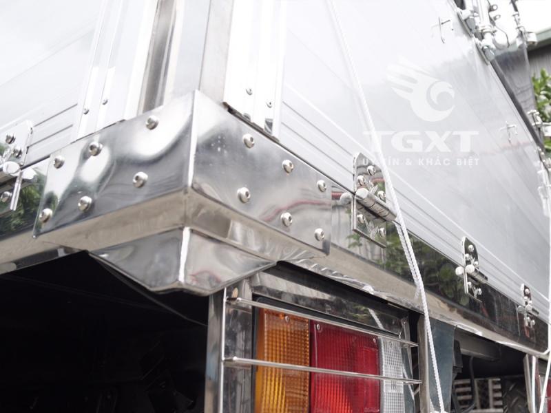 Xe tải Isuzu QKR230 thùng bạt, vay trả góp 80% trong 6 năm