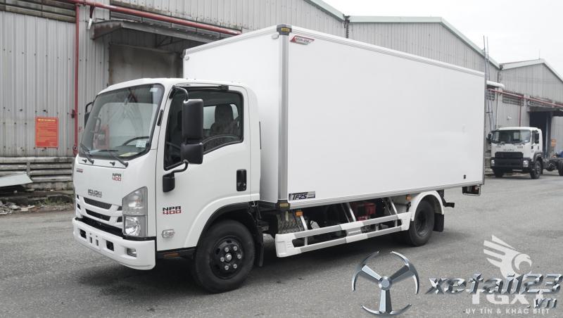 Xe tải thùng bảo ôn Isuzu NPR400, trả trước 180tr nhận xe