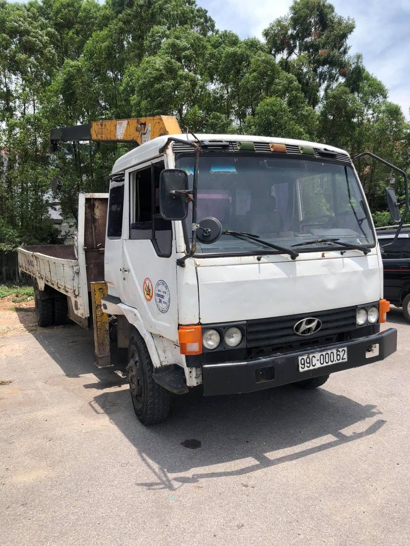 Cần bán cẩu Huyndai 5t sản xuất 1995