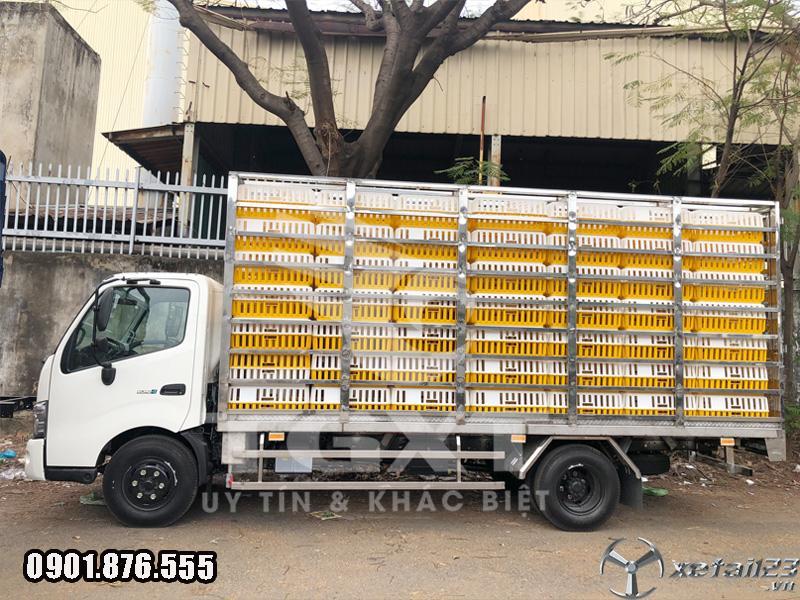 Hino XZU720L thùng chở gia cầm hỗ trợ ngân hàng vay cao