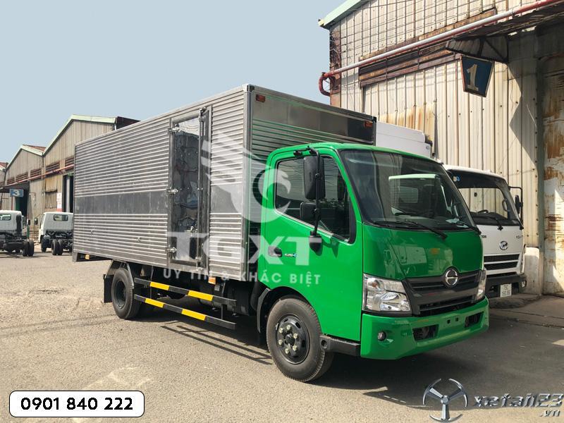 Hino XZU720L thùng kín dài 5m2 xe có sẵn giao nhanh
