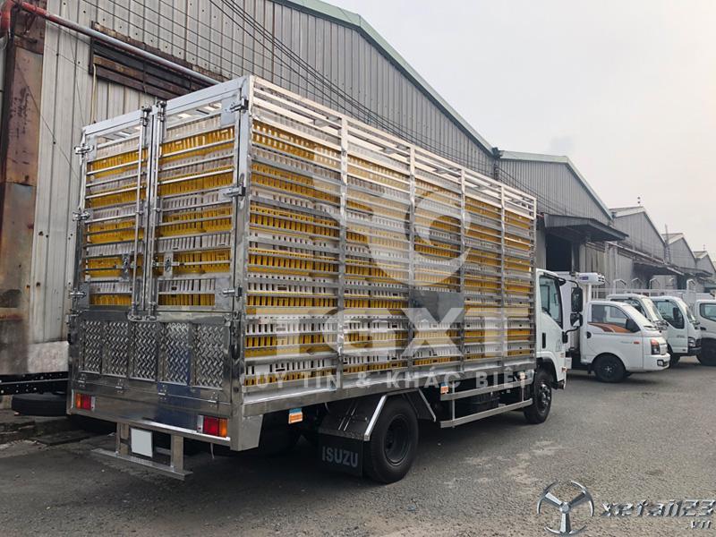 Isuzu NPR400 thùng chở gia cầm full Inox 304 giá ưu đãi