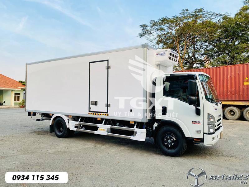 Xe đông lạnh Isuzu NQR550/ xe 5t3 thùng dài 6m1/ ngân hàng hỗ trợ vay cao