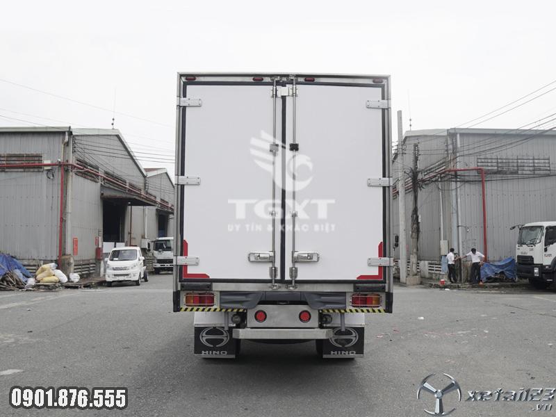 Xe tải Hino FG thùng bảo ôn dài 7m9 góp ngân hàng 80%, xe giao ngay