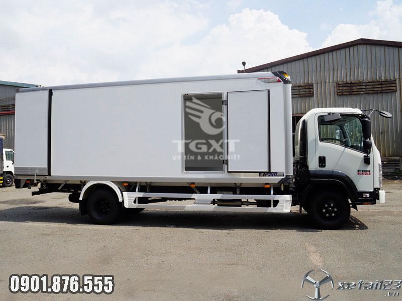 Xe tải Isuzu FRR90LE4 thùng bảo ôn hỗ trợ ngân hàng vay đến 80%