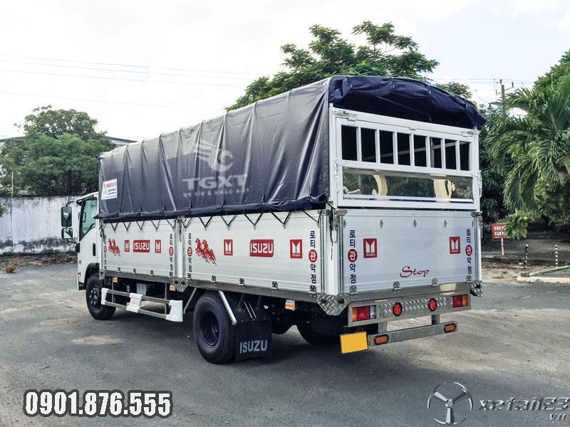 Xe tải Isuzu NQR550 thùng bạt dài 6m2 giá khuyến mãi, giao xe ngay