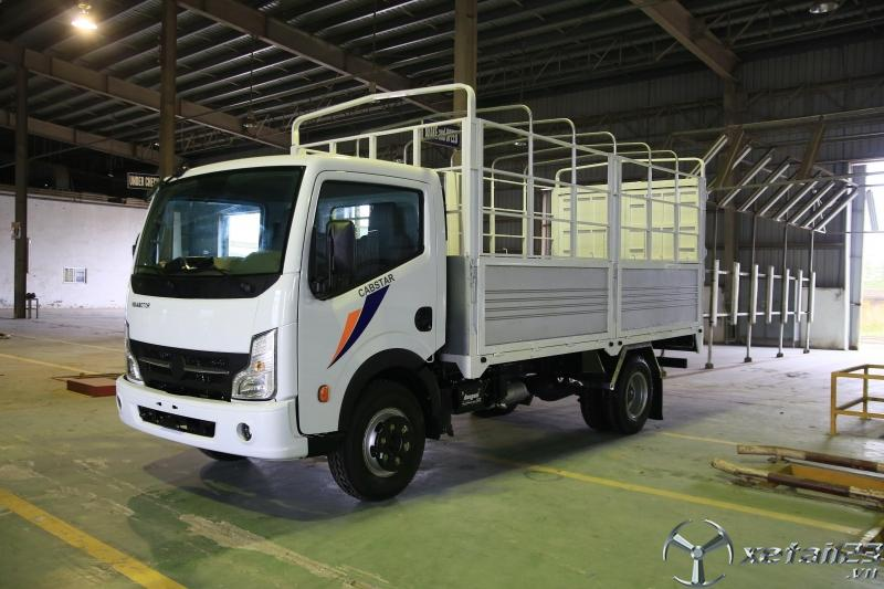 Xe tải nissan 3.5 tấn thùng dài 4m3, nissan 3t5 thùng kín + bạt giá rẻ - vay cao.