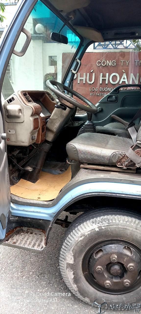 Cần bán gấp xe Isuzu đời 2001 thùng kín