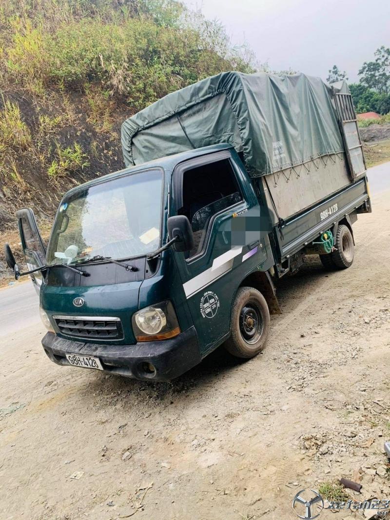 Cần bán gấp xe Kia K2700II 1 tấn đời 2004 thùng mui bạt giá chỉ 105 triệu