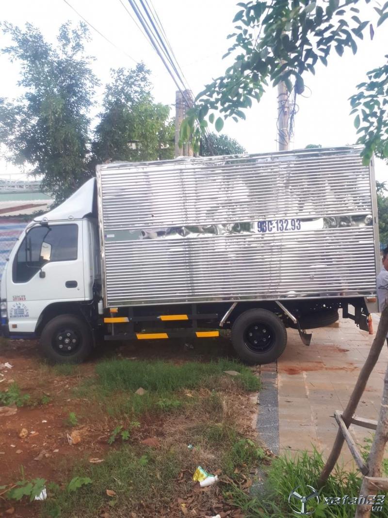 Rao bán xe Isuzu đời 2019 phiên bản thùng kín với giá 460 triệu