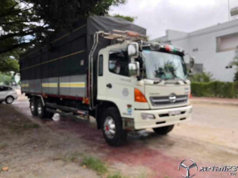 Xe Hino FL sản xuất năm 2014 thùng mui bạt cần bán giá 1180 triệu , xe đẹp sẵn giao ngay